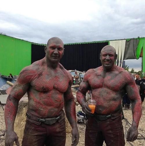 Atores da Marvel e seus dublês - Drax de Dave Bautista & Rob de Groot - Blog Farofeiros