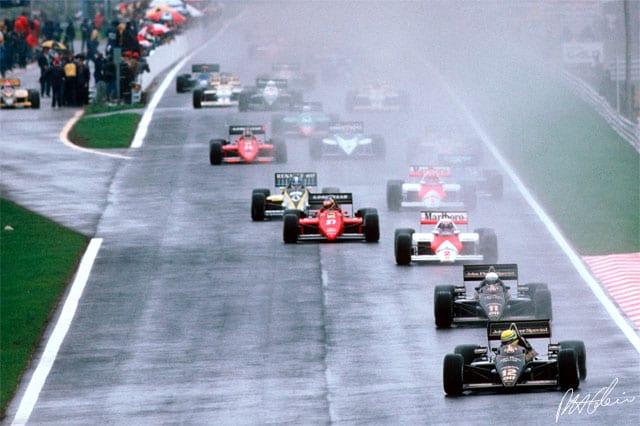 Largada em Portugal. Senna parte na ponta para dominar a prova, como já vinha fazendo desde os treinos (Continental Circus)