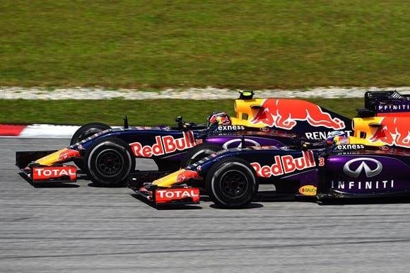 Riccardo e Kvyat em Sepang. Red Bull vive ano apático e sem brilho (Getty Images)