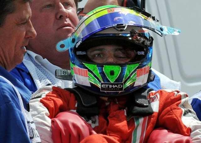 Massa retirado do carro logo após o choque na barreira de pneus na Hungria, 2009. Ele perdera a consciência depois de ser acertado pela mola do carro de Rubinho (Hungarian Newspaper)