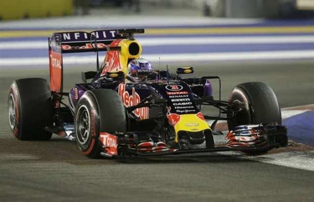 Daniel Riccardo acelera a Red Bull. Depois de corridas pífias, um terceiro lugar (AP)