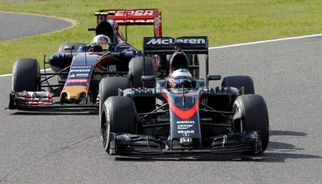 """Alonso, antes de ser superado por Verstappen. Espanhol está sem paciência com a Honda e esbravejou """"motor de GP2"""" no radio sem cerimônia (AP)"""