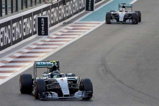 Rosberg foge de Hamilton nas primeiras voltas. Alemão venceu na estratégia de pneus e se colocou como ameaça (agora real) a Hamilton em 2016 (Getty Images)