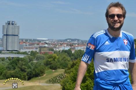 Olympiapark, prédio da BMW e o estádio Allianz Arena ao fundo - Munique