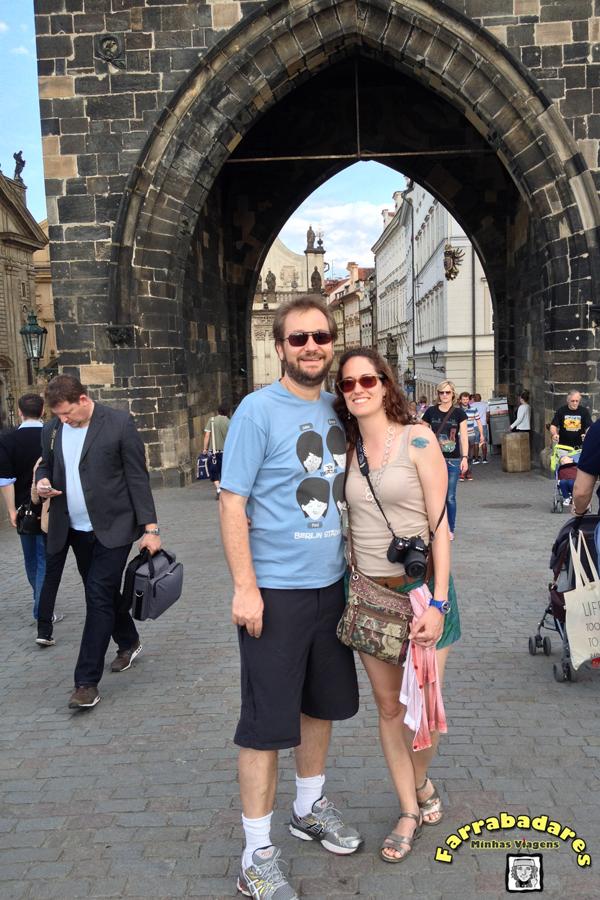 Rafa e eu na Ponte Carlos em Praga