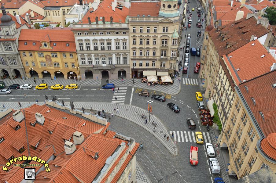 Vista de Mala Strana do alto da torre do sino da Catedral de São Nicolau em Praga