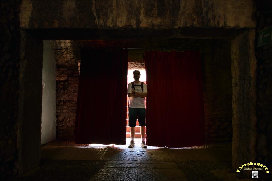 Dentro da Arena de Verona na Piazza Brà - embaixo das arquibancadas