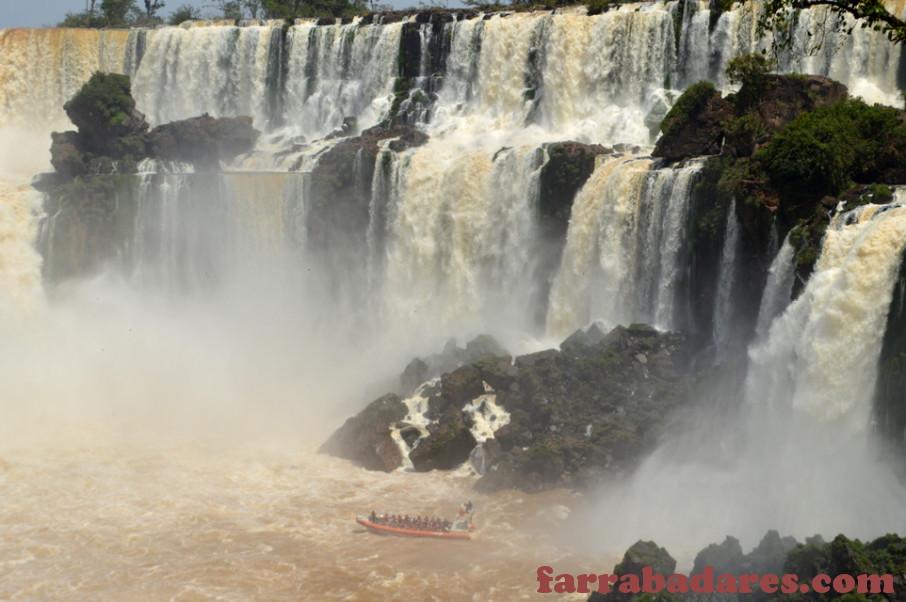Parque Nacional do Iguaçu - barco do passeio do Macuco Safári
