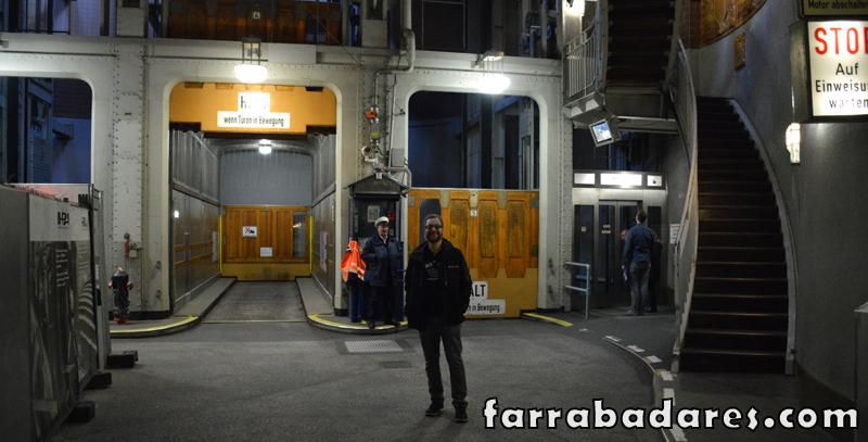 Elevadores para carros, pedestres e ciclistas no Túnel Elb em Hamburgo