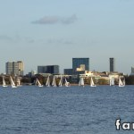 Competição de vela no Lago Außenaslter em Hamburgo