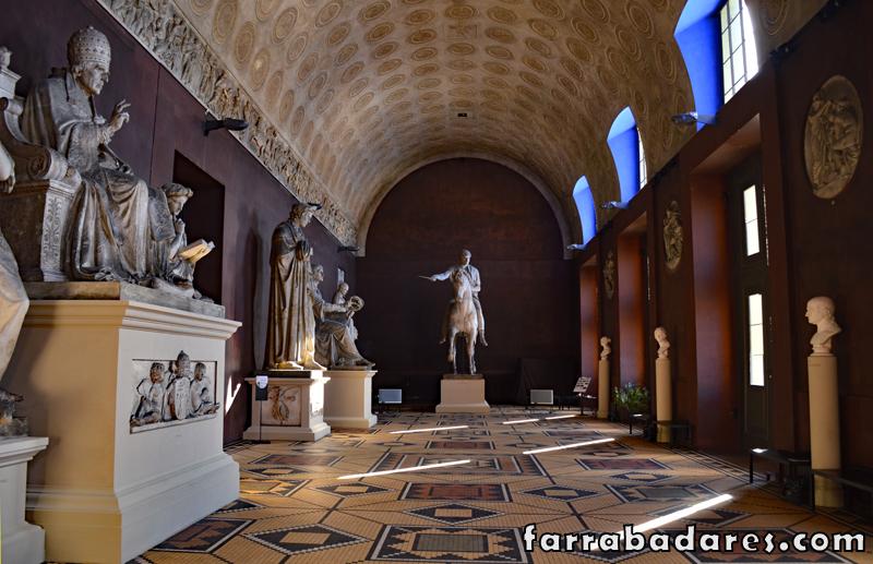 Museus em Copenhague: o grande salão no museu Thorvaldsen