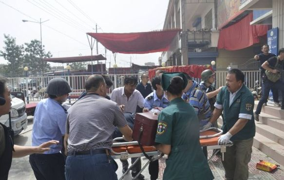 Rescue workers in Hotan during the 7.18 incident in 2011