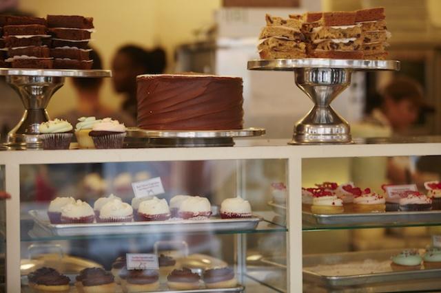 Desigual_NY_M_Regas_MagnoliaBakery_Cupcakes