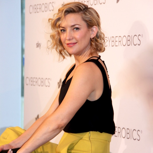 Kate_hudson_outfit_shortHair_berlin_fabletics