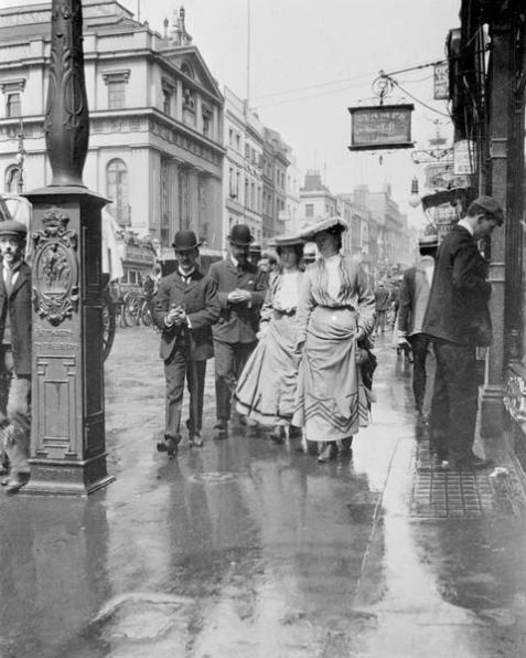 On the busy streets of London, 1900s