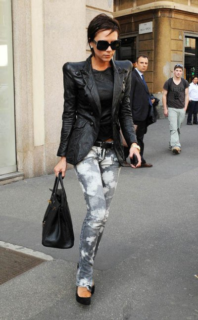 victoria-beckham-is-seen-shopping-on-april-7-2009-in-milan-italy-02