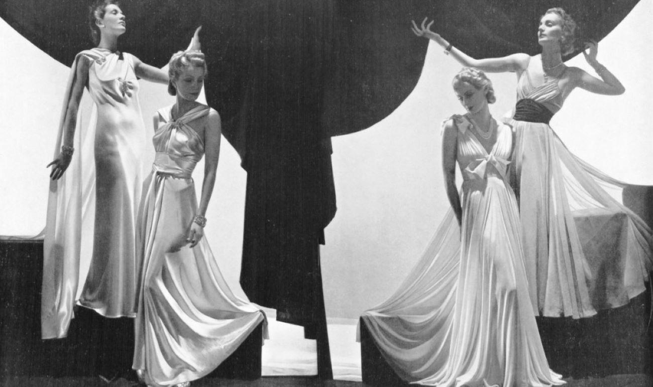 Modelos posando com vestidos de noite