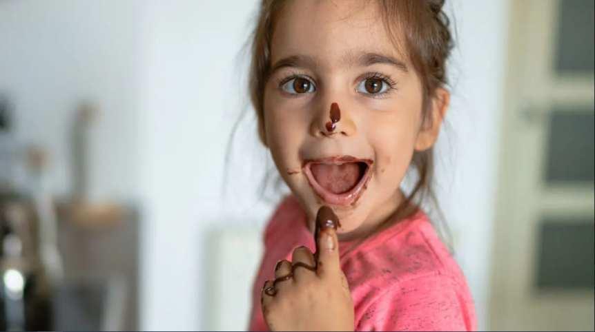 Chocolate manchas em roupas infantil