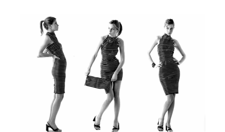 Foto em preto e branco de uma modelo em três poses distintas com um vestido todo feito de zíper em fundo branco