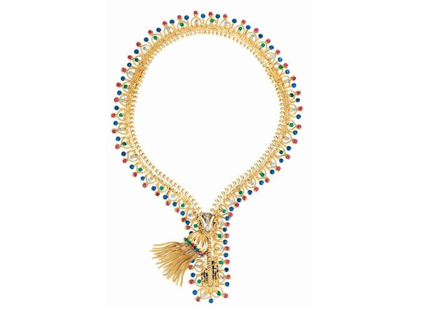 Foto de um colar de luxo em estilo zíper em ouro e pedrarias da coleção Collana Zip de Van Cleef & Arpels