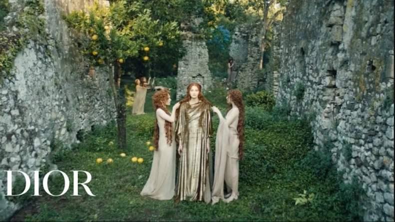 Fragmento do video ´Le Mythe Dior` com três deusas gregas.