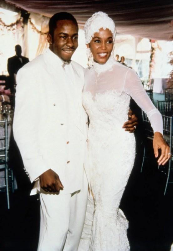 Whitney Houston em seu casamento com Bobby Brown, em 1992.