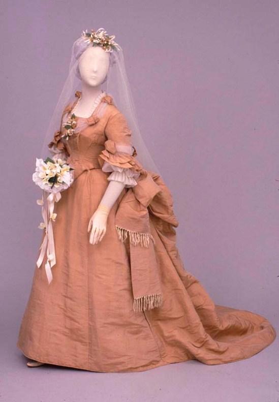 Vestido de noiva rosa, entre 1874-1878.