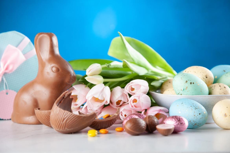 Ovos e coelho de Páscoa.