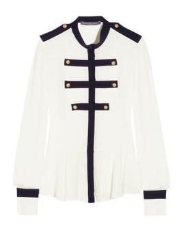 Camisa branca com inspiração militar - Alexander McQueen's military-inspired