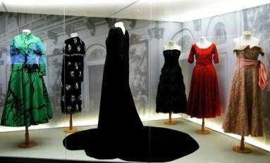 eva-evita-peron-museum-fashion