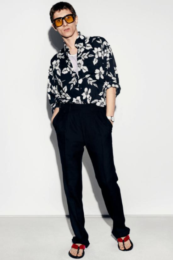 Silhuetas masculinas: camisa florida para dentro equilibra o corpo retangular