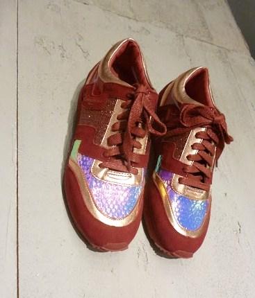 Sneaker com brilho foto 1