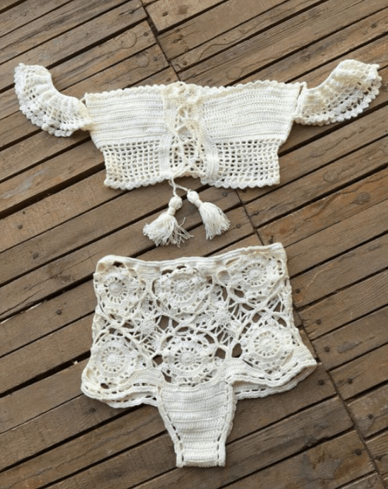 Biquínis de crochê: top ciganinha e hot pant