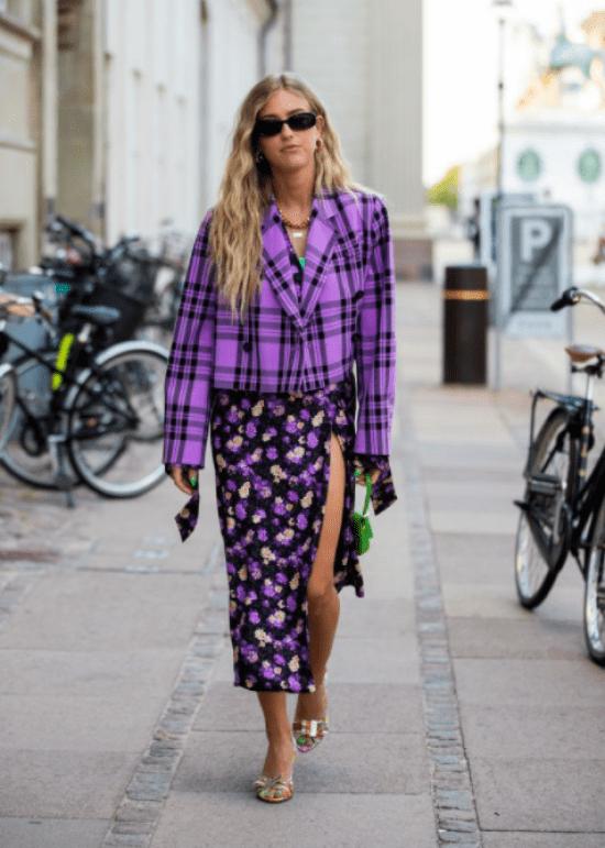 Blazer xadrez com vestido floral street style