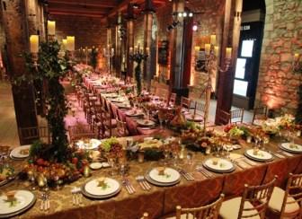 mesa com decoração medieval white-tower-medieval-dinner-2