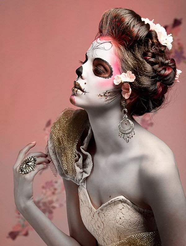 the-best-halloween-witch-make-up-ideas-white-red-spider-web