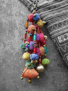 pompons-vao-deixar-seu-carnaval-ainda-mais-colorido-e-divertido