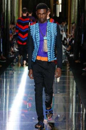 balmain-menswear-spring-summer-2017-paris-48 - Looks com cores opostas - círculo Cromático
