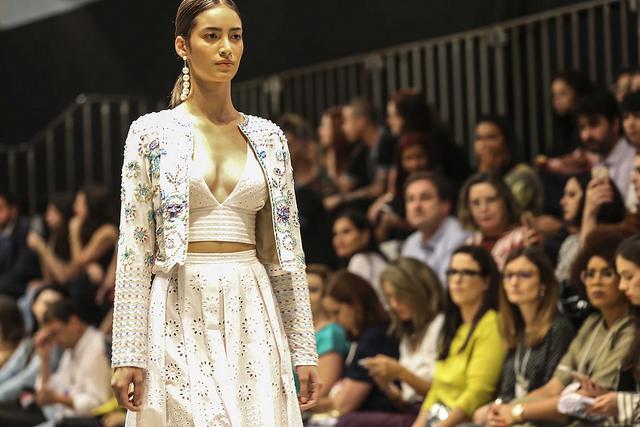 Bordados - Carlina Brugnera - Desfile Id Fashion Moda festa