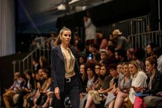 Id Fashion-Six One0021