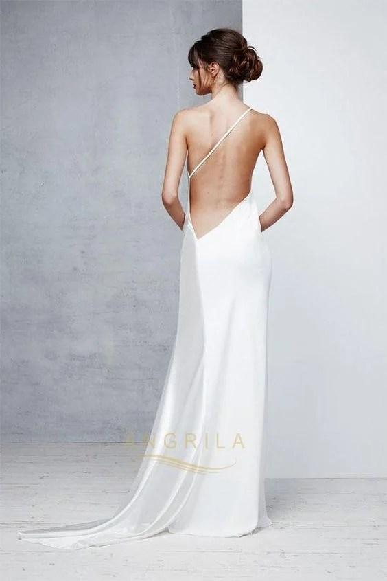 Olha como dá para fazer variações incríveis em um vestido minimalista.
