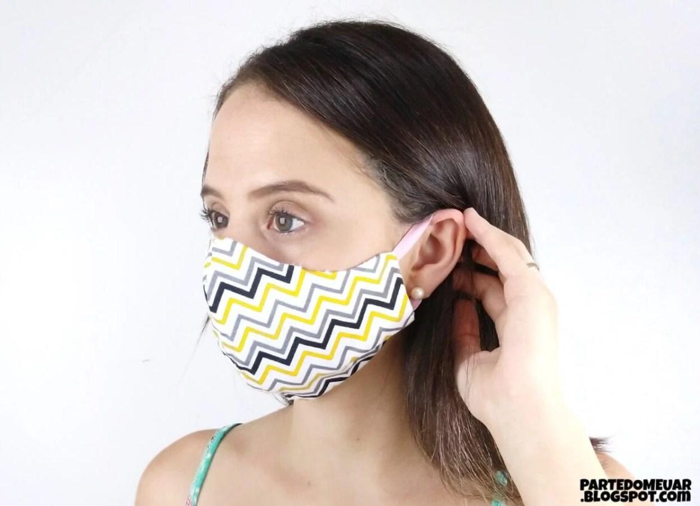 Máscara de proteção caseira feita com tecido