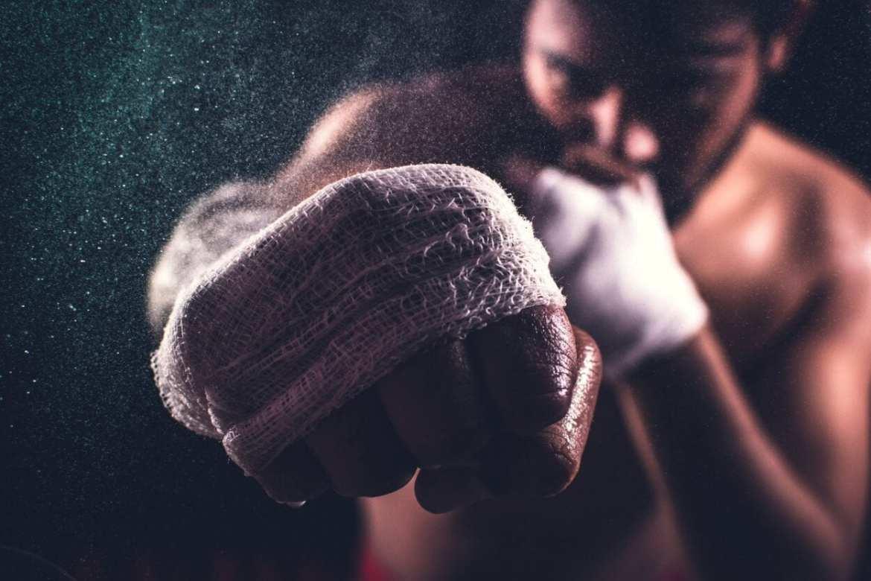 foto de homem lutando boxe