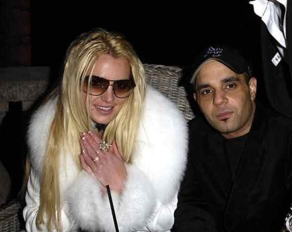 Britney ao lado de Sam Lutfi, empresário acusado de manter a cantora a base de remédios controlados