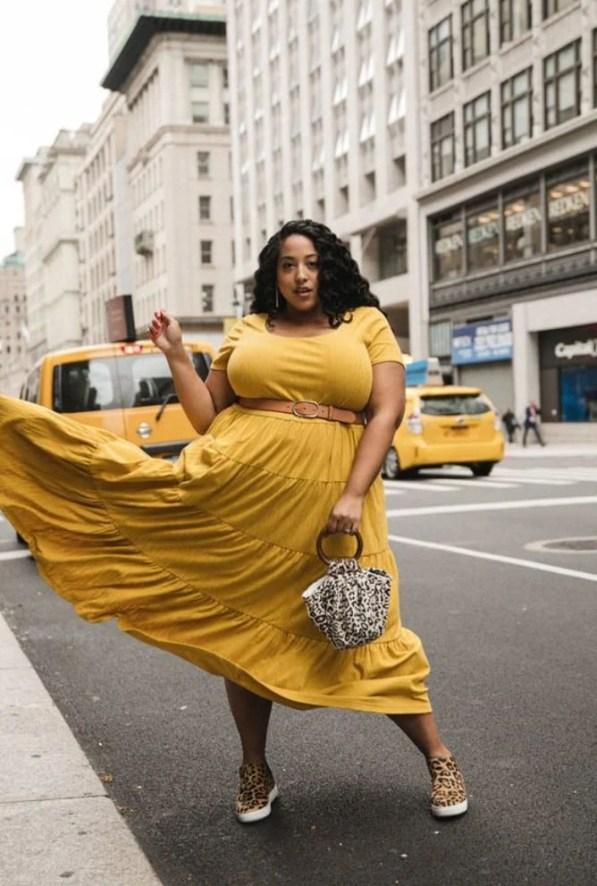Moça negra com vestido amarelo lindo - Sou plus size