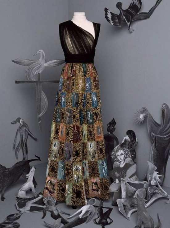 Vestido com parte de cima preta em tule e referencia de retalhos na parte de baixo Dior
