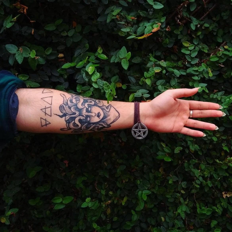 tatuagem de medusa no antebraço
