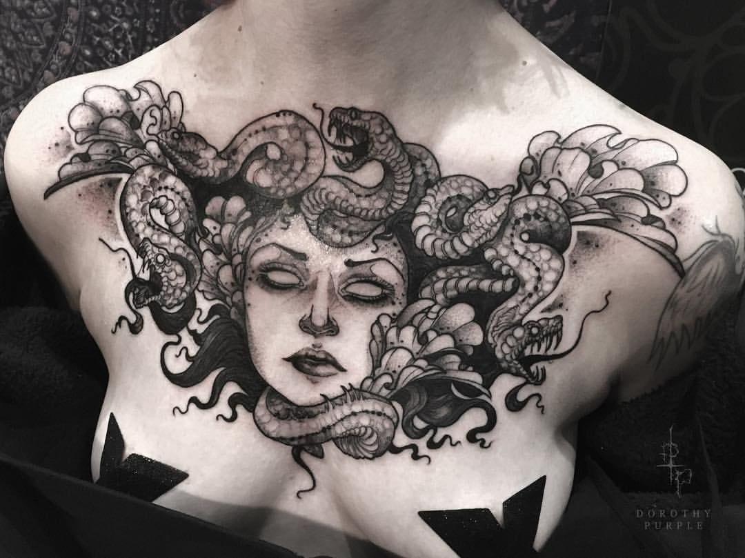 tatuagem de medusa no peito