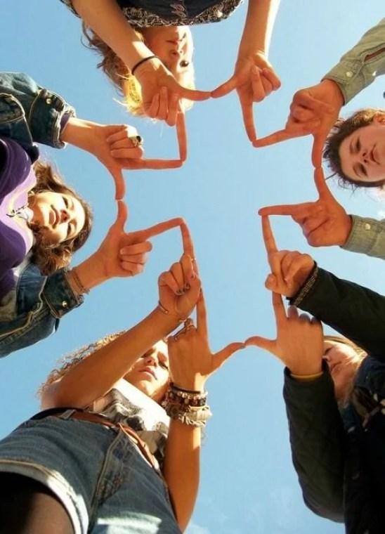 agora foto tumblr amigas fazendo cruz cim as mãos
