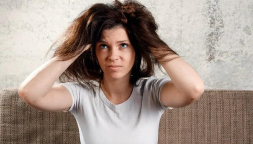 aqui Mulher insatisfeita com seu cabelo